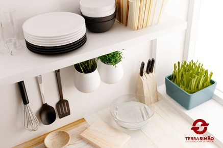 Organize sua casa com prateleiras e estantes